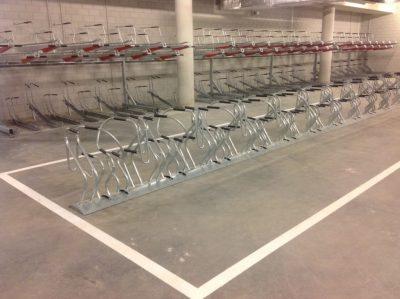 2ParkUp400: Dobbelt stativ i 2 etasjer, senter til senter 400mm og COBRA sykkelstativ