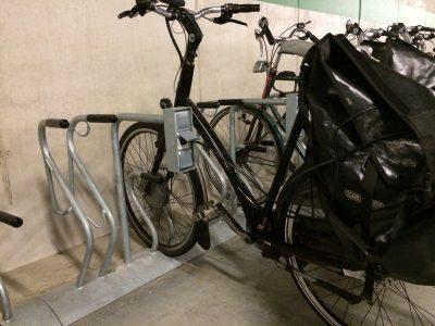 Sykkelstativ Cobra light med ladestasjon for El-sykler